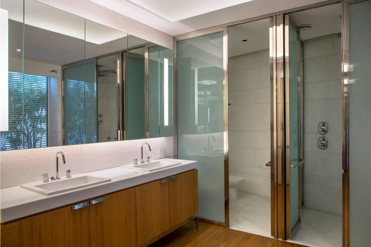 moderne Badezimmer von Gisele Taranto Arquitetura