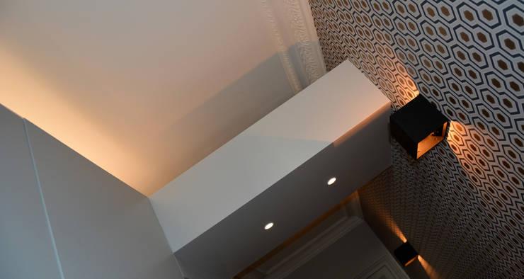 Appartement Lumineux et Coloré:  de style  par AGENCE APOLLINE TERRIER
