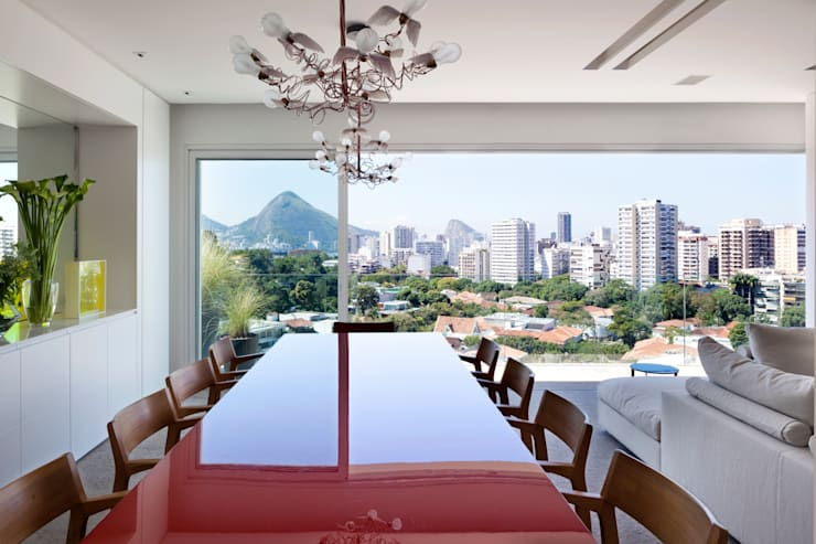 Dining room by Gisele Taranto Arquitetura