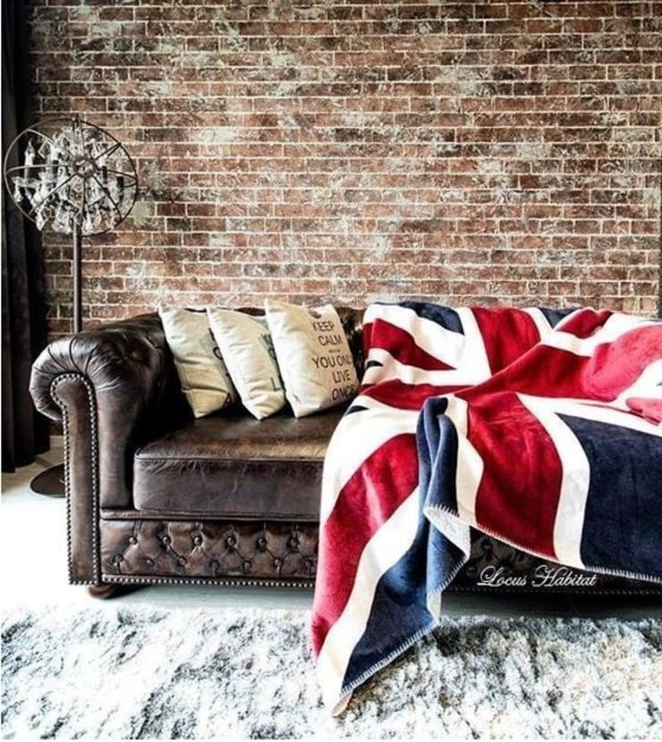 Designing a Vintage Living Room with Chesterfield Sofa:   by Locus Habitat