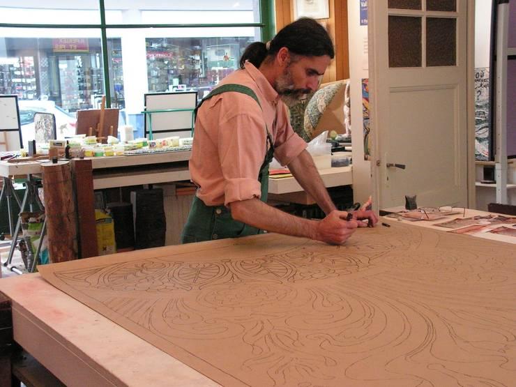 Projet de mosaïque pour la buvette Cachat - Évian: Murs & Sols de style  par ATELIER DE MOSAÏQUE YVES DECOMPOIX