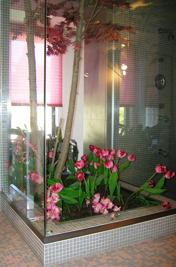 serra - doccia:  in stile  di Gianni Maria Giaccone,