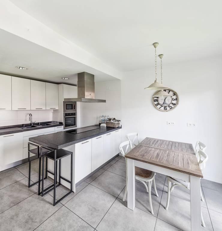 Vivienda unifamiliar en Wamba (Valladolid): Cocina de estilo  de ADDEC arquitectos