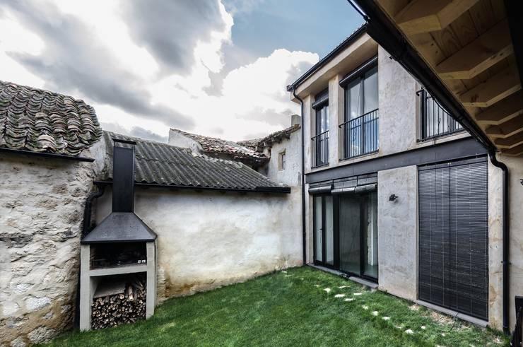 Vivienda unifamiliar en Wamba (Valladolid): Casas de estilo  de ADDEC arquitectos