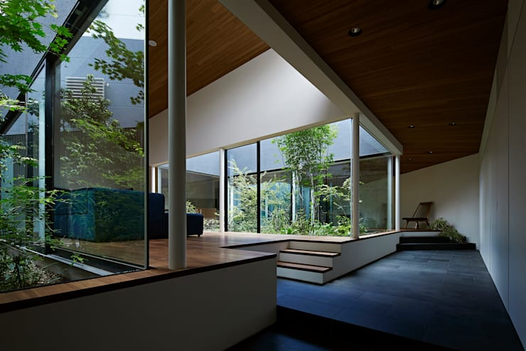 Living room by 石井秀樹建築設計事務所