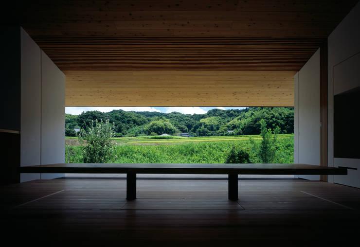 鋸南の家: 石井秀樹建築設計事務所が手掛けた窓です。