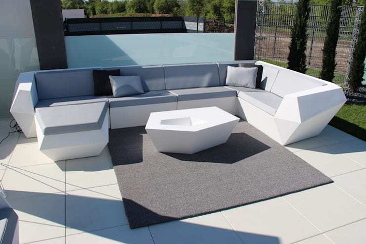 Vondom Outdoor Möbel:  Balkon, Veranda & Terrasse von Home & Light