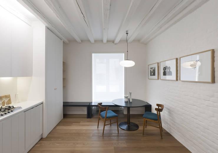 Projekty, nowoczesne Domy zaprojektowane przez Fabio Azzolina Architetto