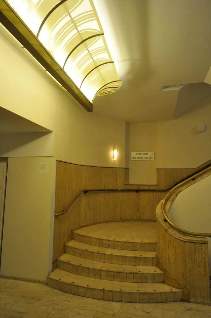 Schouwburg Arnhem:  Bars & clubs door Bobarchitectuur,