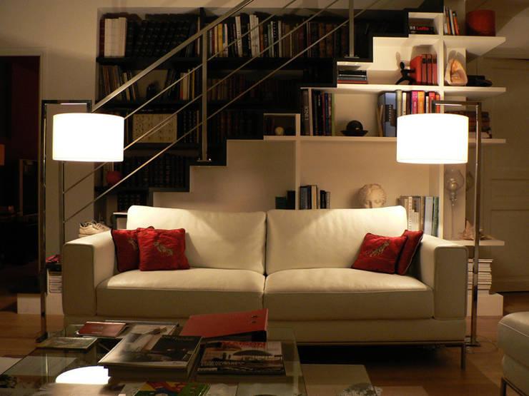 Escalier Bibliotheque GdF: Maisons de style  par Cittadini des Déserts