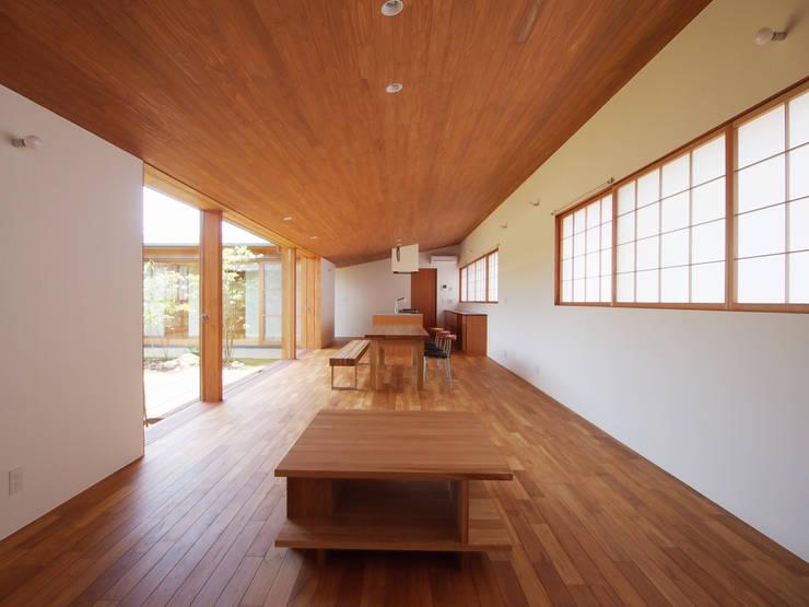 三本松の家 (House in Sanbonmatsu): gramdesignが手掛けたリビングです。
