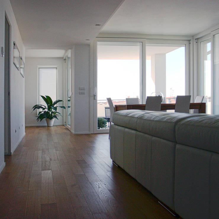 Arredo di interno: Case in stile  di Studio di Progettazione e Grafica Giorgio Da Villa
