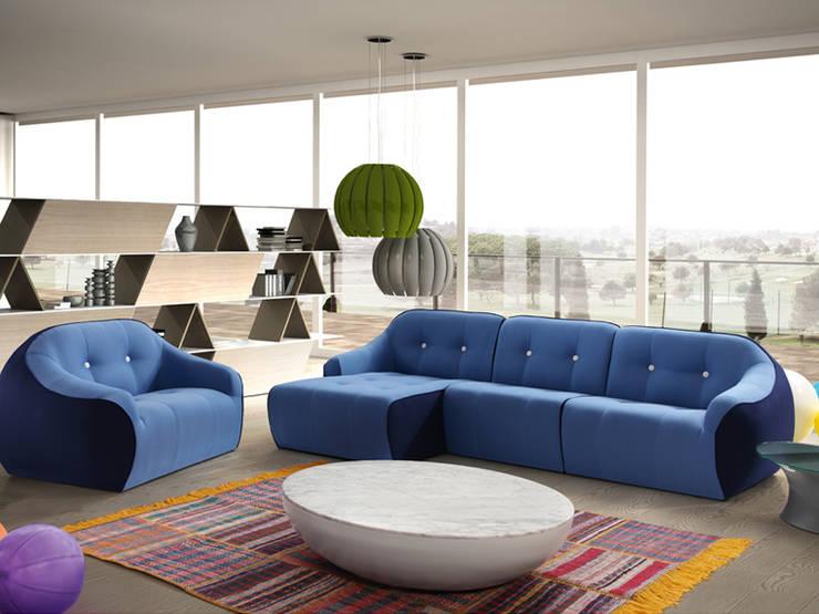 OVVO sofá: Salones de estilo moderno de BELTÁ & FRAJUMAR