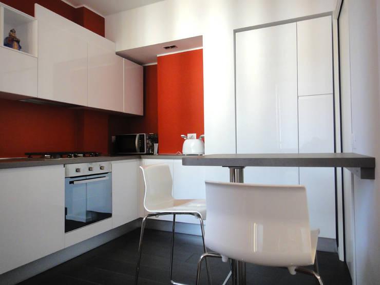 Cucina: Soggiorno in stile in stile Moderno di studionove architettura