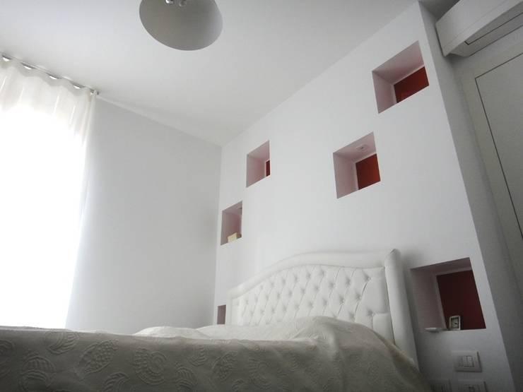Camera da letto :  in stile  di studionove architettura, Moderno