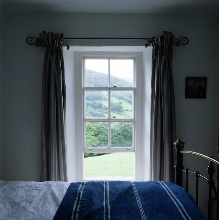 Welsh Farmhouse:  Bedroom by Hackett Holland