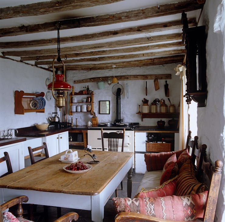 Welsh Farmhouse:  Kitchen by Hackett Holland
