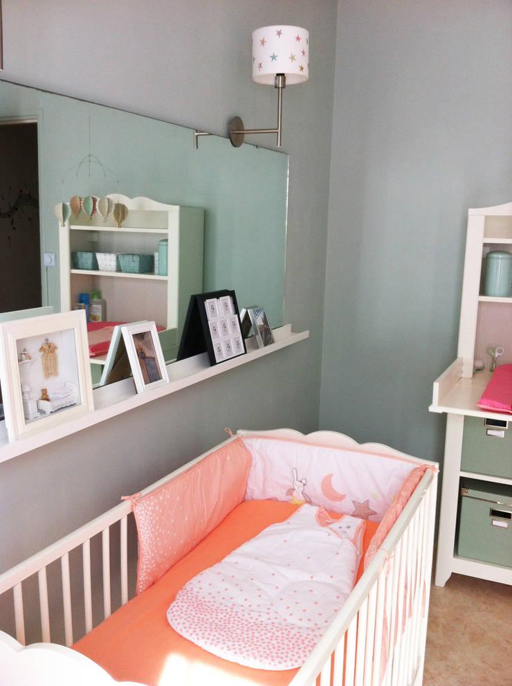 Chambre de bébé  de 25m²: Chambre d'enfant de style  par Judith Wolff Architecte d'intérieur