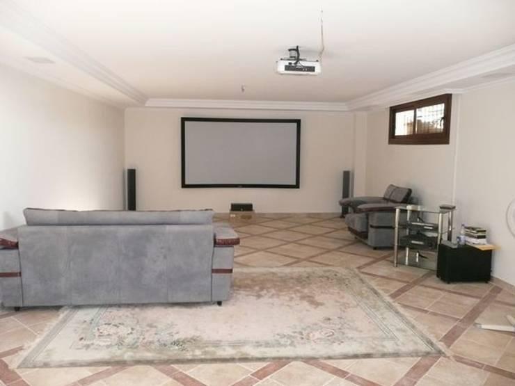 Villa en Benahavís. :  de estilo  de Luxury Homes Andalusia