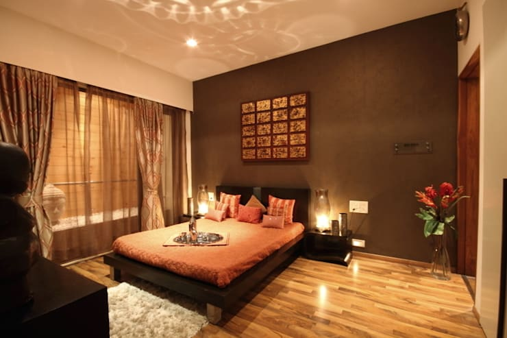 Earthy Brown Master Bedroom Design:  Houses by shahen mistry architects