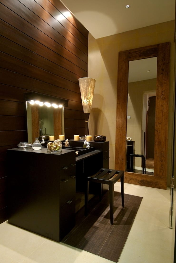 master toilet dresser area:  Houses by shahen mistry architects