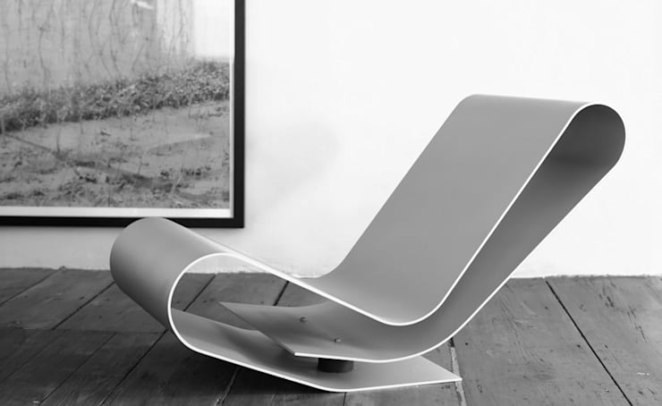 Low Chair Aluminium LC95A:  Woonkamer door The Maarten Van Severen Foundation,