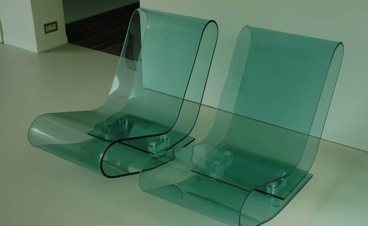 Low Chair Plastic (LCP00):  Woonkamer door The Maarten Van Severen Foundation