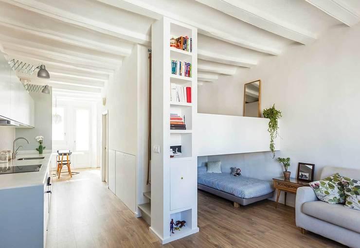 Vista General: Casas de estilo moderno de ACABADOMATE