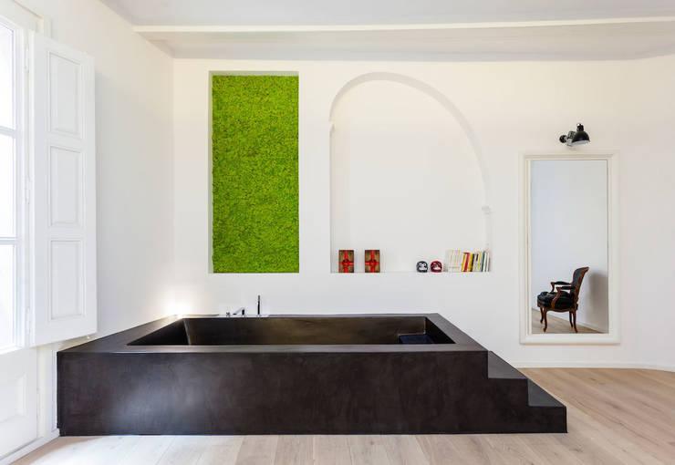 Bañera: Casas de estilo  de ACABADOMATE
