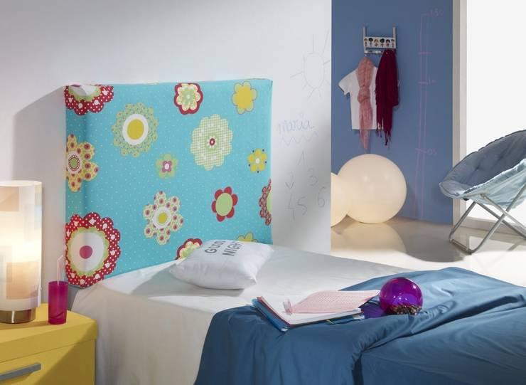 Cabezal Alicia (Desenfundable): Habitaciones infantiles de estilo  de 1 TAPIZA S.L.