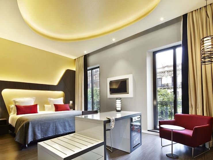 Vincci Gala Hotel: Hoteles de estilo  de BELTÁ & FRAJUMAR