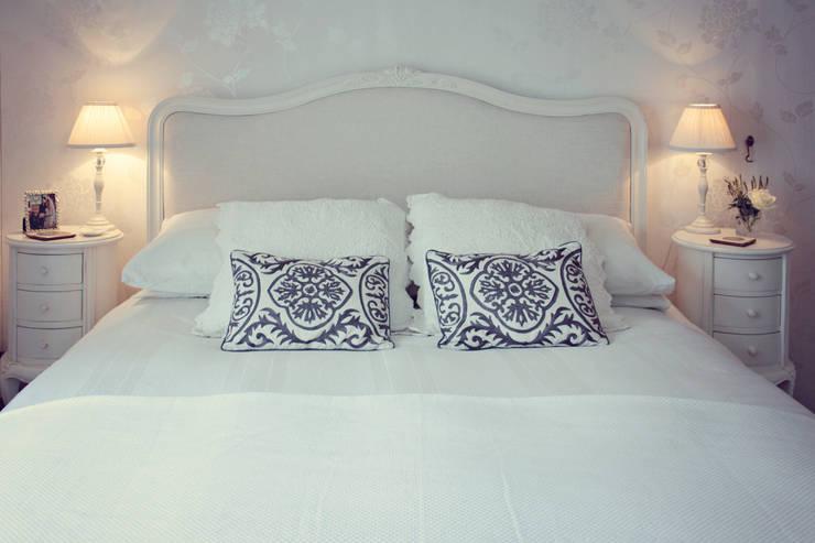 Camera da letto in stile In stile Country di My Bespoke Room Ltd