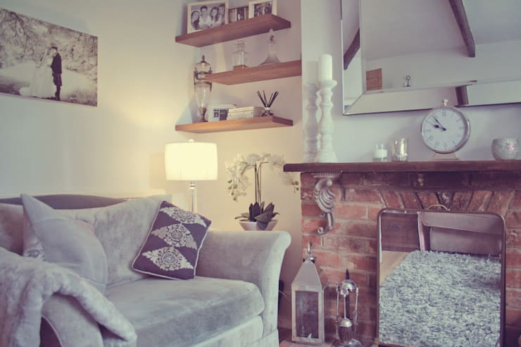 A Country Cottage:  Living room by My Bespoke Room Ltd