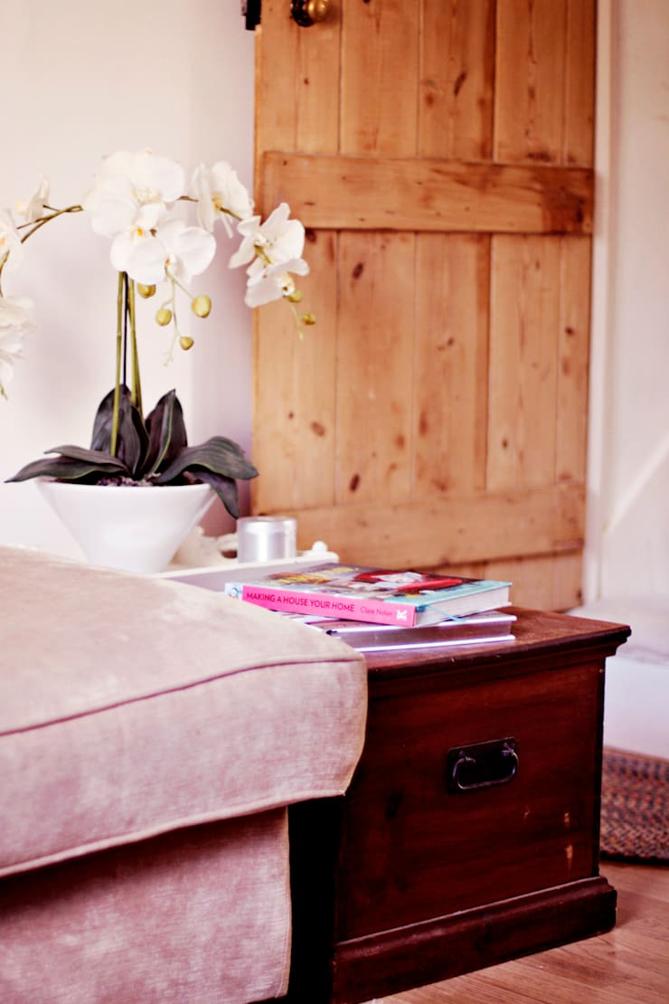 A Country Cottage:  Bedroom by My Bespoke Room Ltd