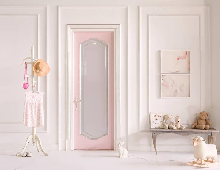 Selezione Prodotti SigeGold: Camera da letto in stile  di Sige Gold