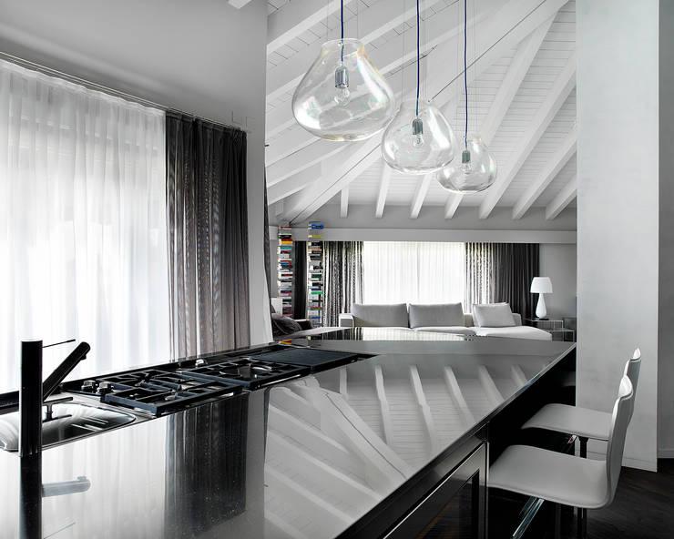 Cucina: Cucina in stile in stile Moderno di Studio d'Architettura MIRKO VARISCHI