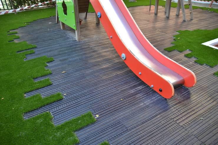 Pavimentación ECO  en Parque infantil:  de estilo  de Studio3   Arquitectura/Paisaje/Urbanismo