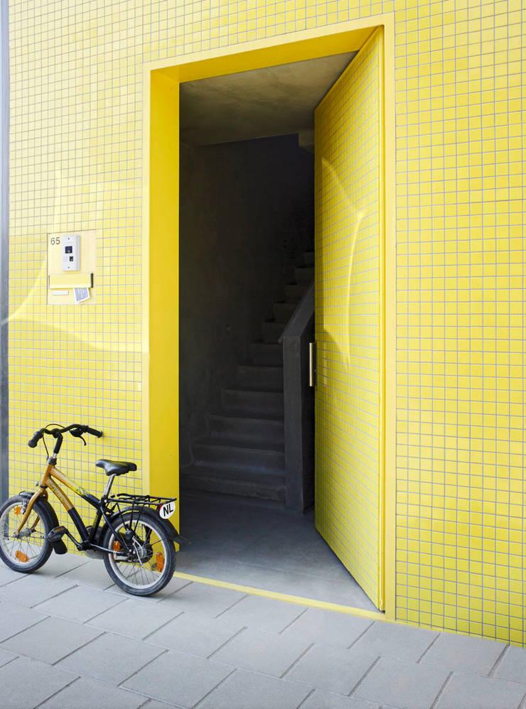 S-House:  Ramen door VMX Architects