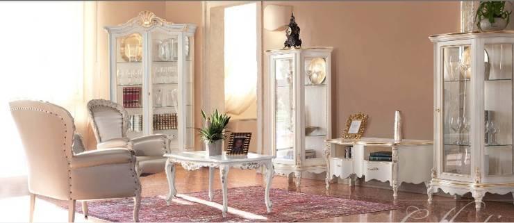 Sala da pranzo intagliata: Sala da pranzo in stile  di BL mobili, Classico
