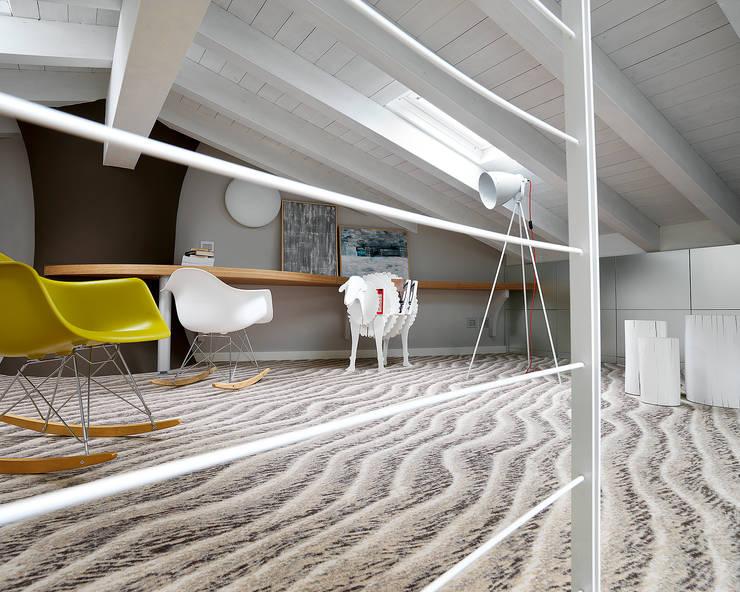 Dormitorios infantiles de estilo  de Studio d'Architettura MIRKO VARISCHI, Moderno