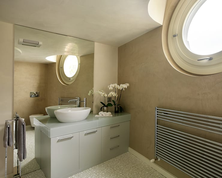 Bagno Padronale: Bagno in stile  di Studio d'Architettura MIRKO VARISCHI
