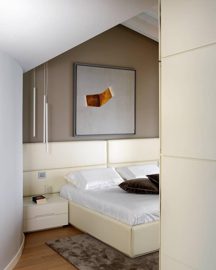 Bedroom by Studio d'Architettura MIRKO VARISCHI, Modern