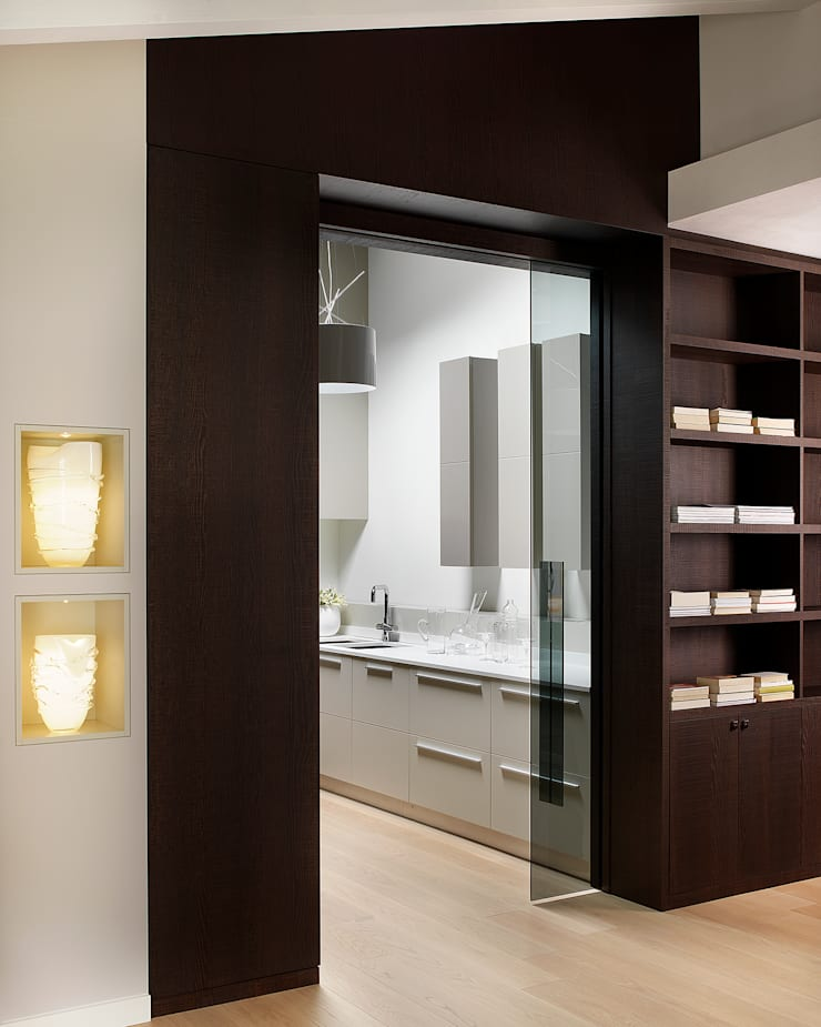 Kitchen by Studio d'Architettura MIRKO VARISCHI, Modern
