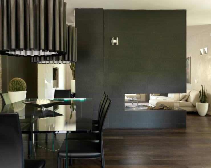 Salle à manger moderne par Studio d'Architettura MIRKO VARISCHI Moderne