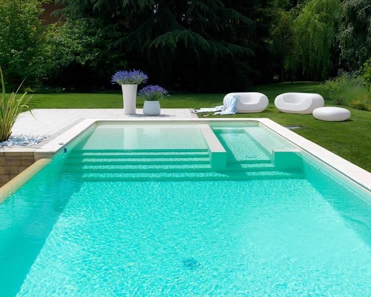 Piscinas de estilo moderno por Studio d'Architettura MIRKO VARISCHI