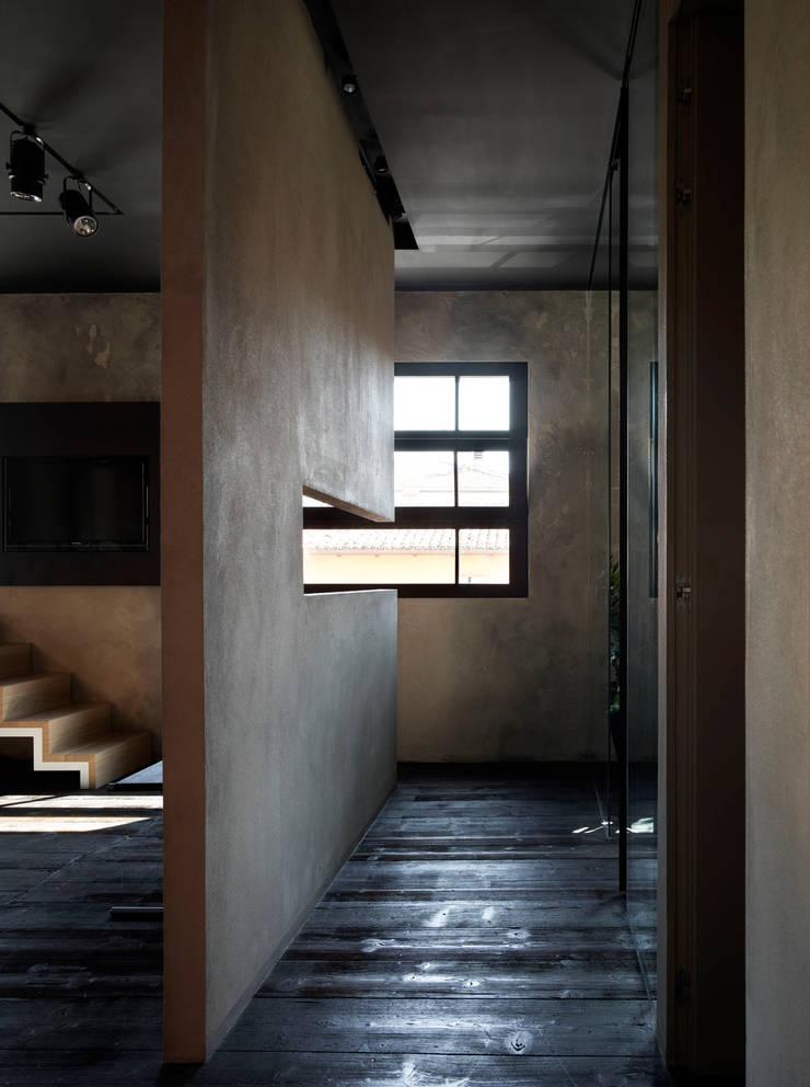 Parquet Diffusion Showroom - PRQ - 2011: Negozi & Locali commerciali in stile  di BARTOLETTI CICOGNANI