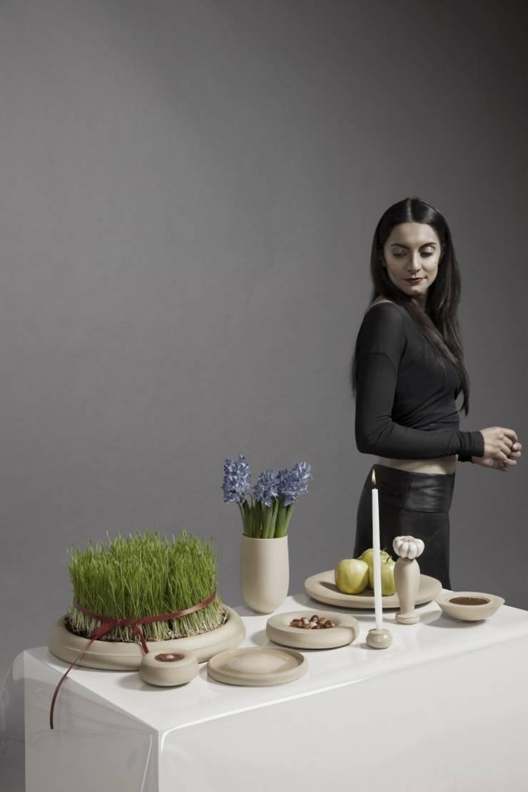 Haft Sin collection Light Brown:   door Hozan Zangana studio, Minimalistisch