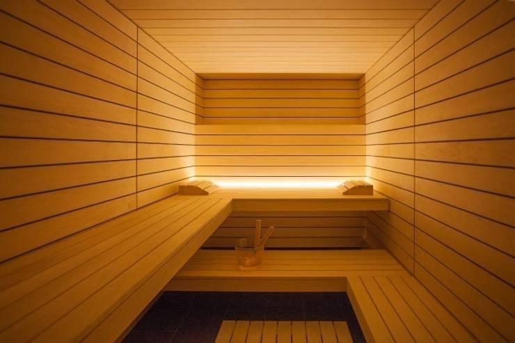 Design-Sauna à la corso: hell und einzigartig mit klaren Linien in heller Espe:  Spa von corso sauna manufaktur gmbh