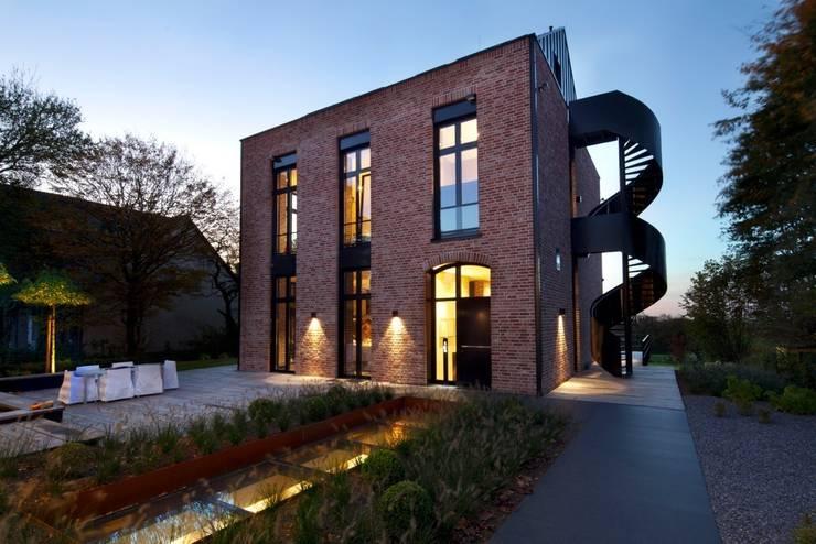 Innen-Und Aussenaufnahmen einer Villa im Privatgebrauch: moderne Häuser von SONJA SPECK FOTOGRAFIE