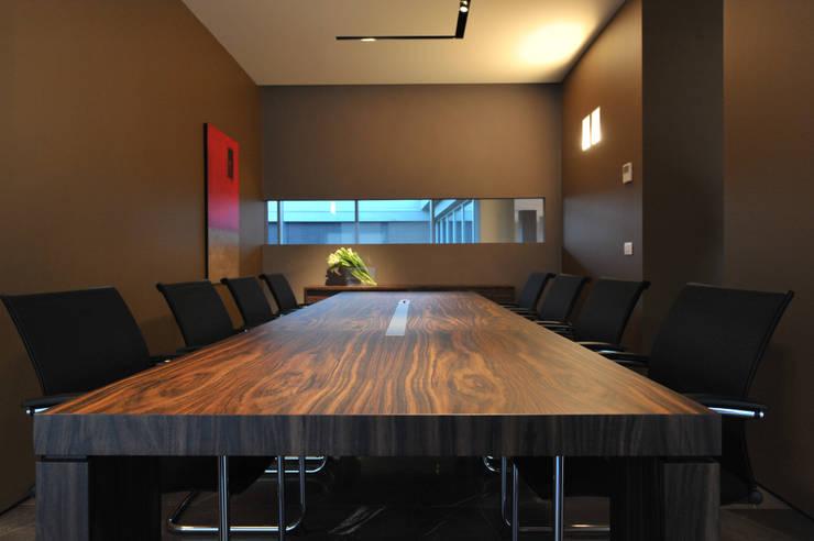 Uffici direzionali  – SRI– 2008: Complessi per uffici in stile  di BARTOLETTI CICOGNANI